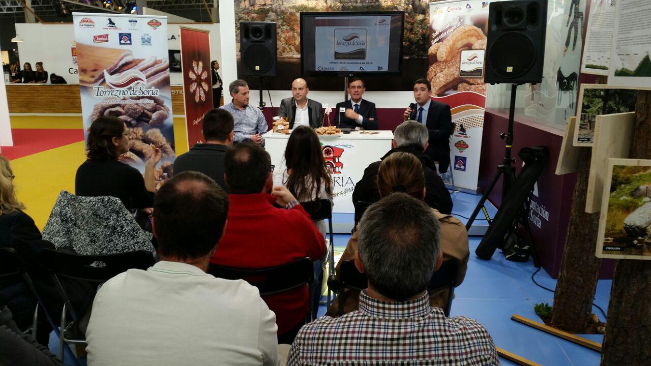 El Torrezno de Soria se presenta en INTUR en el stand de la Diputación Provincial