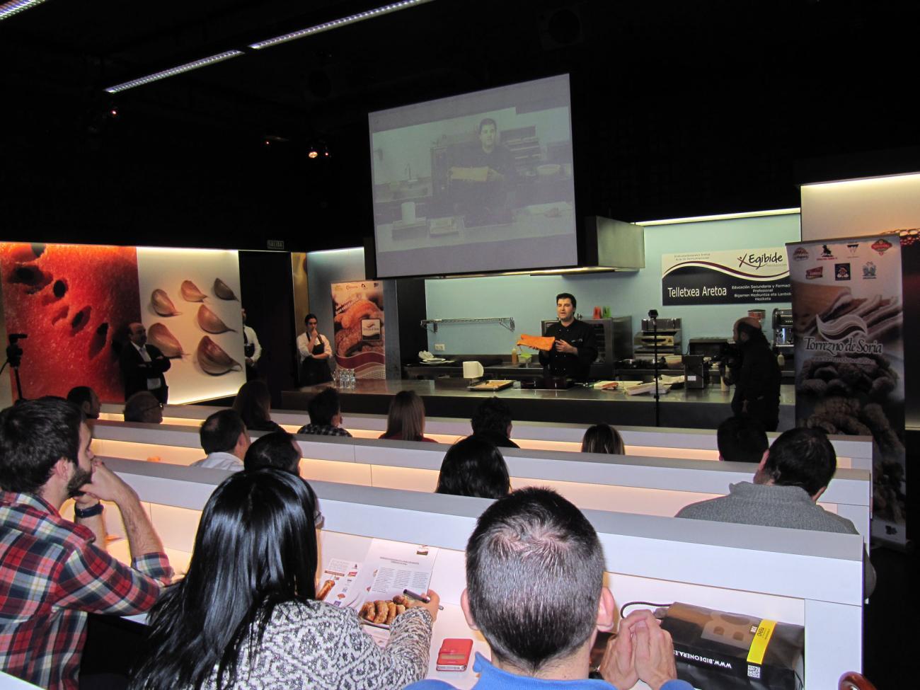 Los hosteleros más selectos de Vitoria–Gasteiz conocieron los secretos del Torrezno de Soria gracias a un show cooking