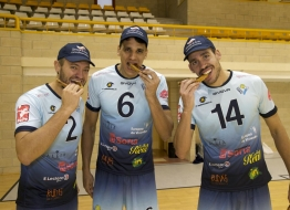 Jugadores del C.D.V. Río Duero Soria promocionando el Torrezno de Soria