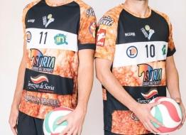 Los líberos del Río Duero de voleibol seguirán vistiendo de Torrezno dos temporadas más