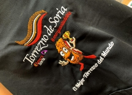 Torrezno de Soria presenta el delantal solidario con el que se busca recaudar fondos para 'Soria contra el Covid'