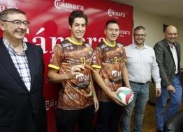 La nueva camiseta que vestirán los líberos del C.D.V. Río Duero Soria de la Superliga Masculina. Mario Tejedor. Heraldo - Diario de Soria